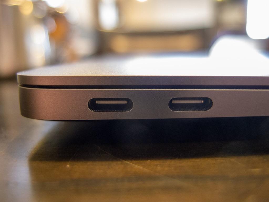 MacBook Air(2018)のUSB-C端子